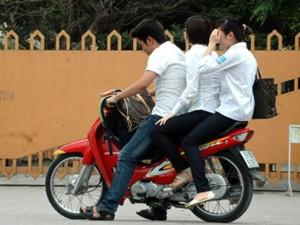 Buộc thôi học 1 tuần đối với học sinh vi phạm ATGT tại Hà Nội