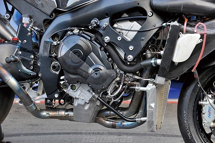 Bộ ống xả với hệ thống titan chịu nhiệt của CBR1000RR