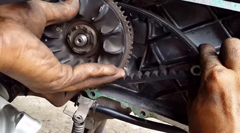 Thời điểm thích hợp để thay dây curoa cho xe tay ga - 274621