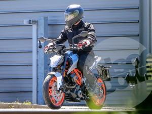 Lộ ảnh chạy thử của KTM 125 Duke và KTM 800 Duke