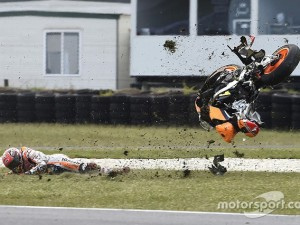"""Marquez đánh mất cơ hội chiến thắng sau cú """"đọ đường"""" khá đau"""