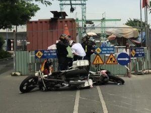 Cảnh sát cơ động hành hung thanh thiếu niên giữa đường