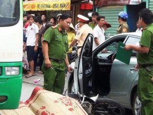 Lại thêm một cô gái chết thảm vì tài xế ô tô mở cửa xe bất cẩn