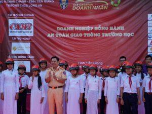 Món quà 2.000 mũ bảo hiểm cho học sinh nghèo tỉnh Tiền Giang, Bến Tre