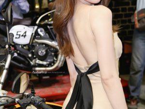 """Ngắm Ngọc Trinh """"Nữ hoàng nội y"""" yêu kiều bên quái thú môtô Ducati"""