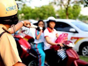 Quên mang bảo hiểm xe máy có bị tịch thu giấy tờ xe hoặc bằng lái xe?