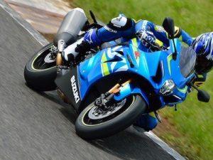 Suzuki GSX-R1000 chốt giá 329 triệu, đối đầu với Yamaha R1